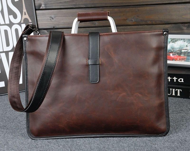 Если мужчине часто приходится брать с собой ноутбук, тогда стоит выбрать специальную сумку