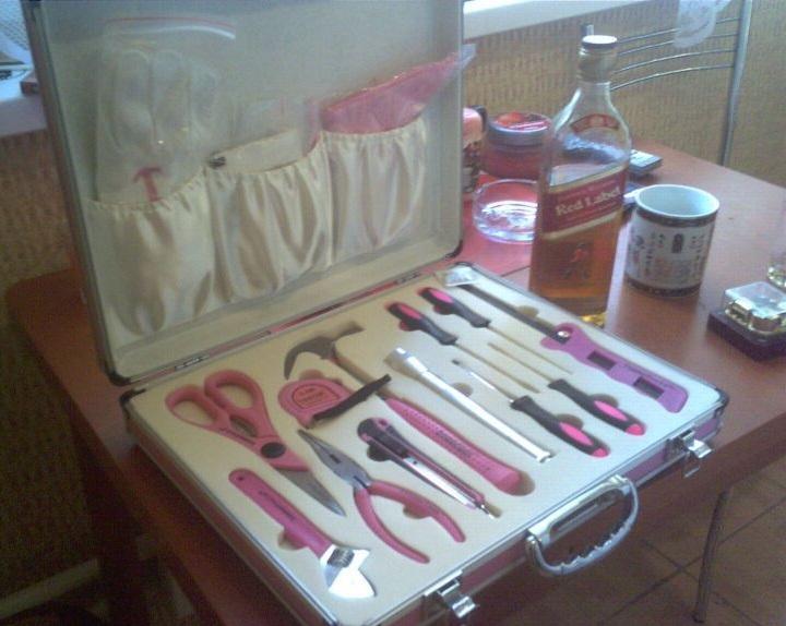 Набор хозяйственных инструментов розового цвета