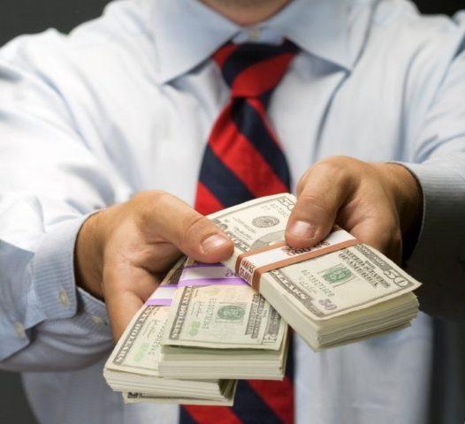 Деньги в ладонях