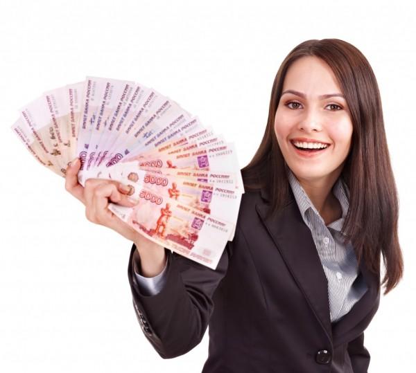 Девушка с купюрами рублей