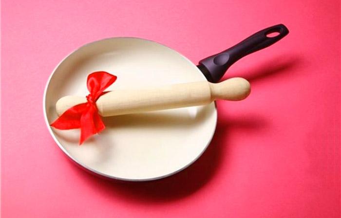 Сковорода со скалкой