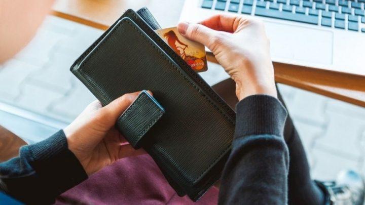 Кошелек и кредитная карта
