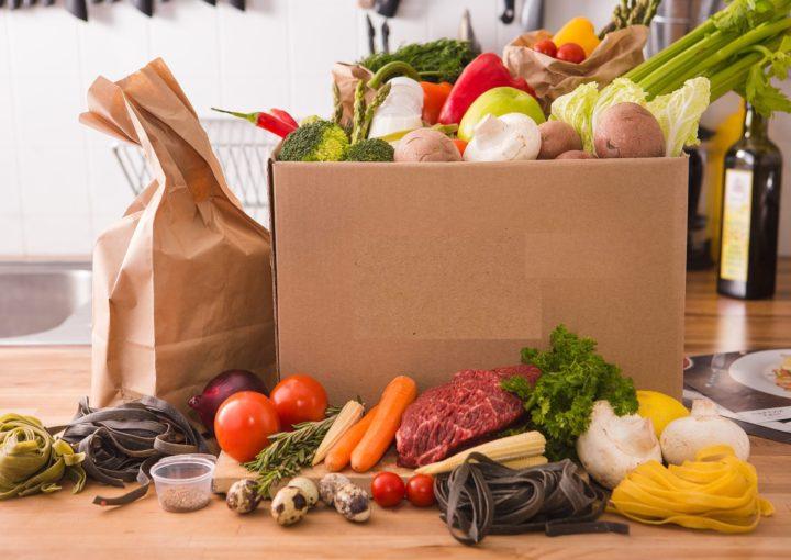 Продукты в коробке, пакете, на столе