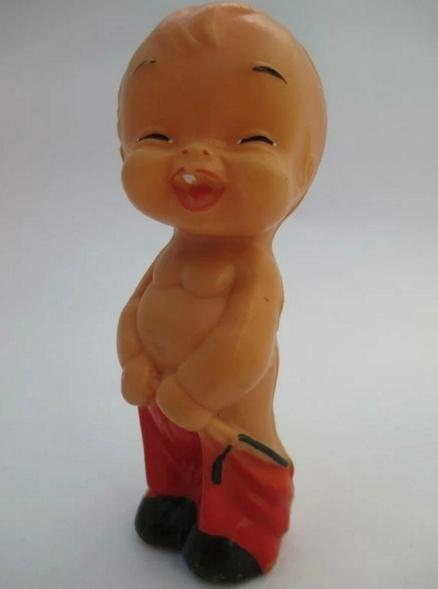 """Советская игрушка """"мальчик со спущенными штанами"""""""