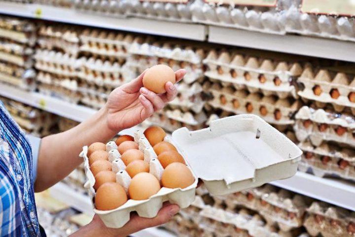 Яичные лотки в супермаркете
