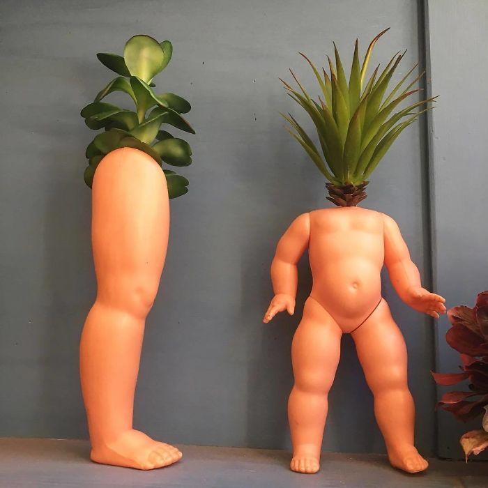 Туловище и ноги куклы место цветочных горшков