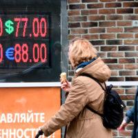 Как спасти свои рубли от обесценивания из-за скачка доллара 2020, да еще и заработать