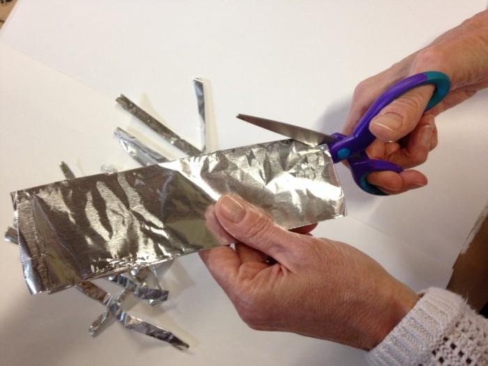 Заточка ножниц при помощи фольги