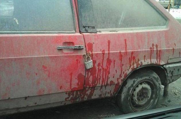Амбарный замок на автомобиле