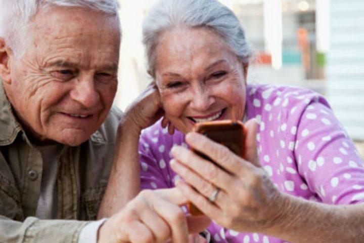 Пенсионеры и телефон