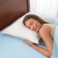 Женщина на подушке