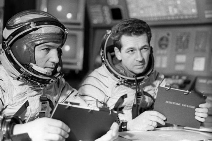 Лётчики-космонавты СССР Пётр Климук и Виталий Севастьянов