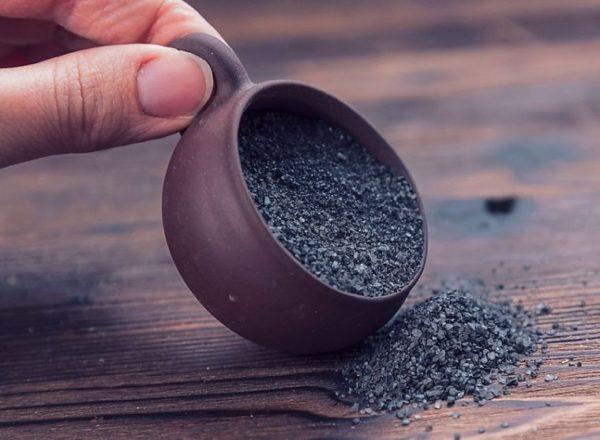 Горшочек с черной солью