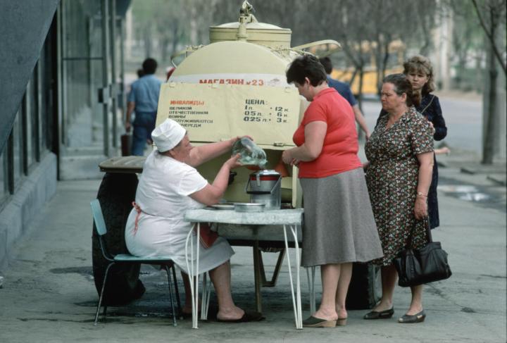 Продажа кваса из бочки, советское время