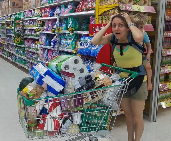 Много покупок и женщина