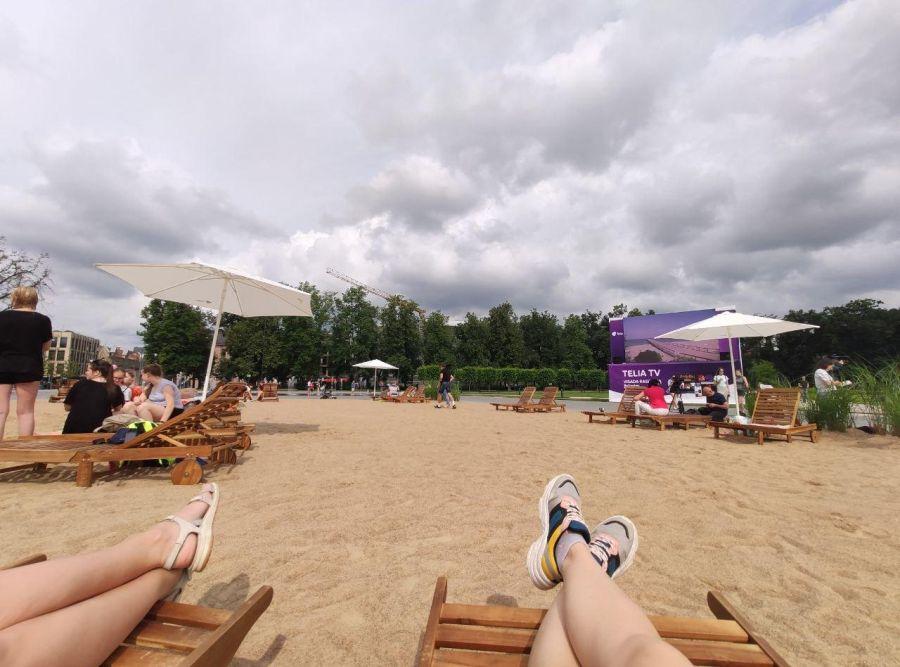 Пляж на Лукишской площади Вильнюса