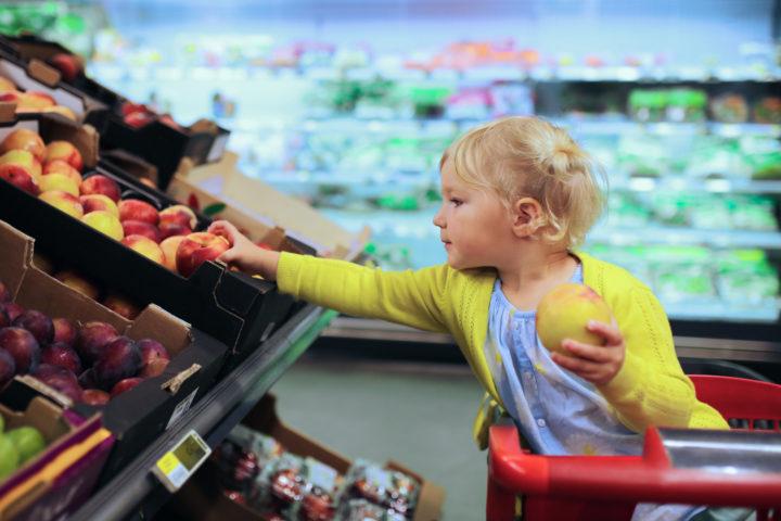 Ребенок в суермаркете