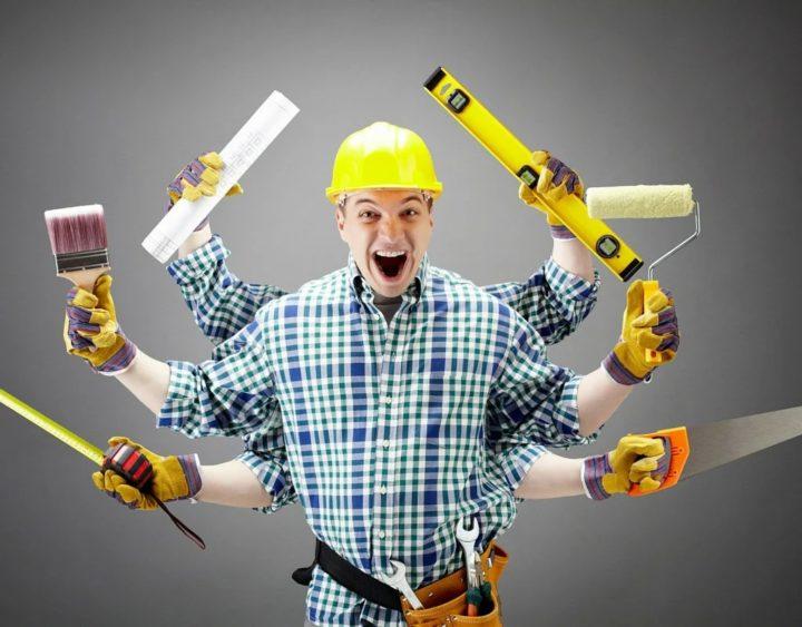 Мастер ремонта с инструментами