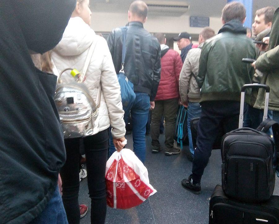 Очередь на пограничном пункте в аэропорту Вильнюса