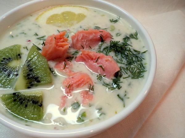 Холодный суп с красной рыбой и киви