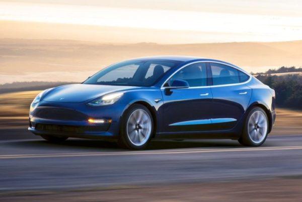 электроавтомобиль Tesla Model3