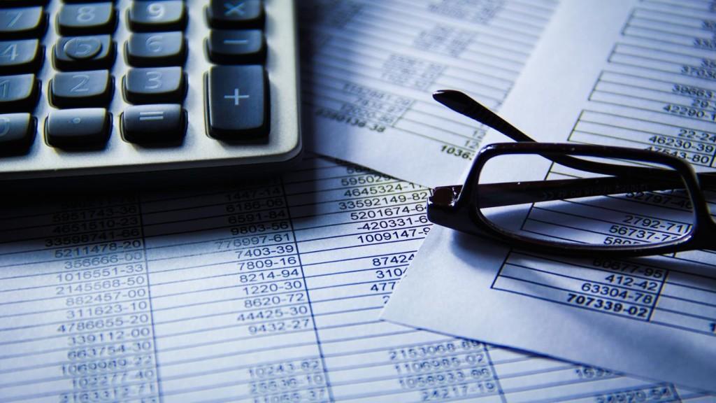 Калькулятор, очки и документы