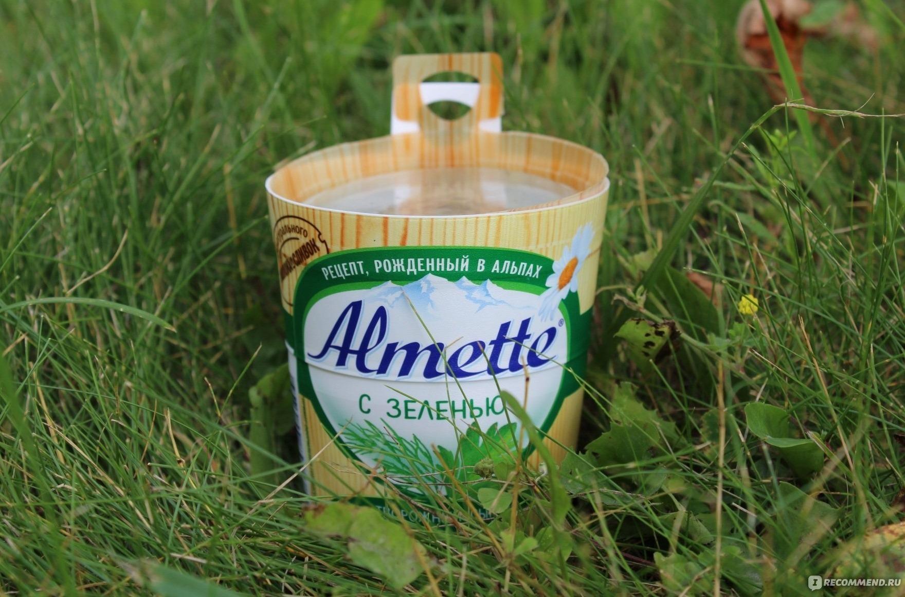 Сыр Almette с зеленью в упаковке