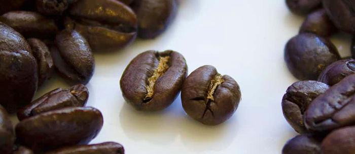 Кофейные зерна двух сортов