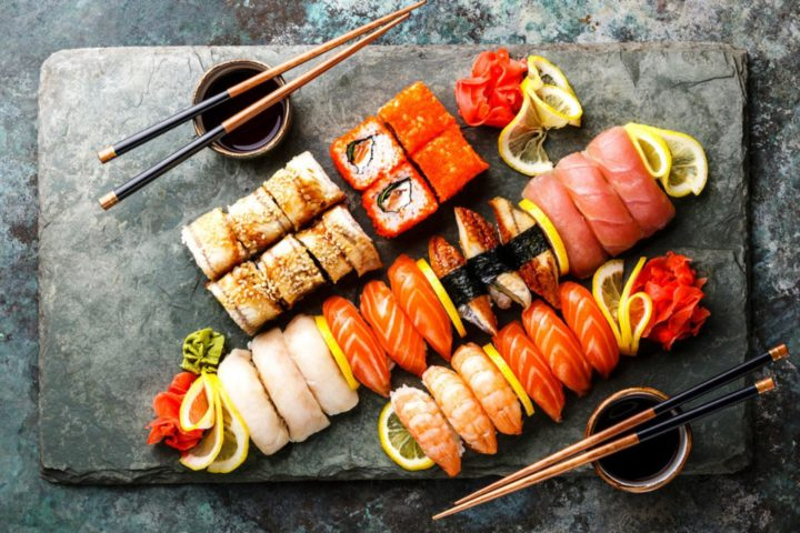 Сет из сашими и роллов на сланце