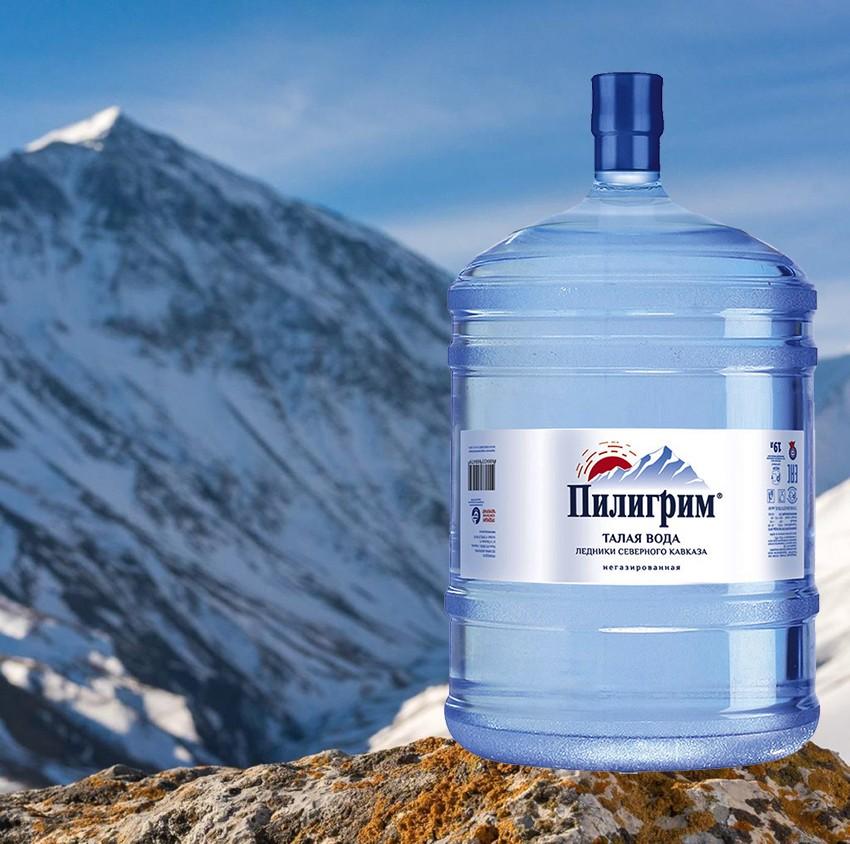 """Талая бутилированная вода """"Пилигрим"""" на фоне горных пейзажей"""
