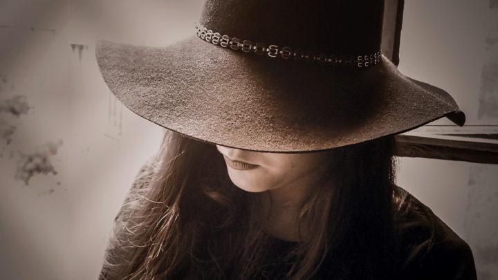 Незнакомка в шляпе