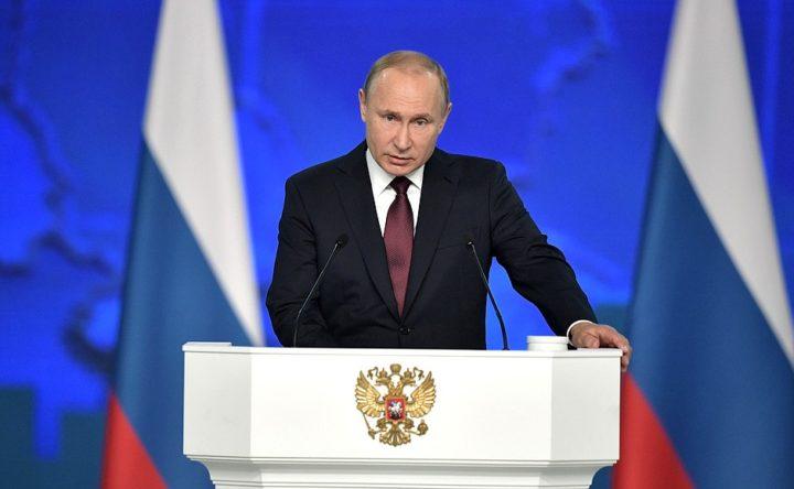 Президент Путин за трибуной