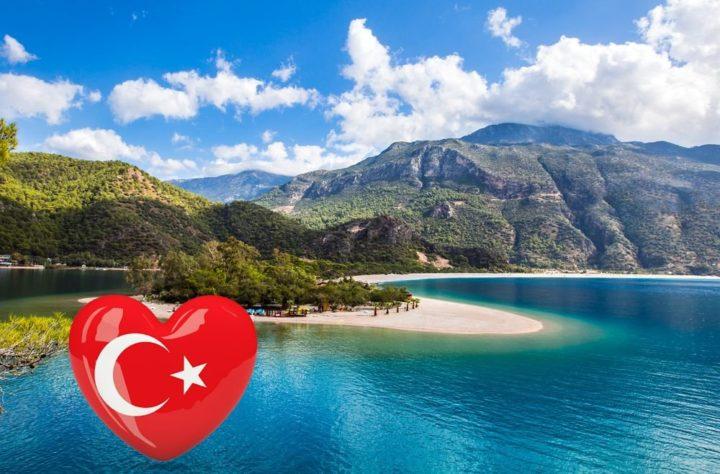 Турецкий флаг в сердечке на фоне живописных пейзажей