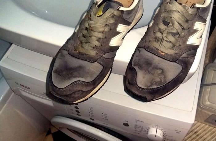 Грязные кроссовки на стиральной машине